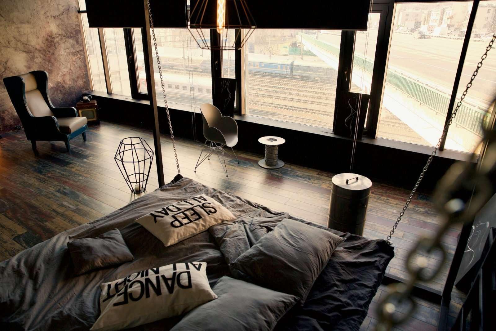 Студия с кроватью куб и видом на ржд