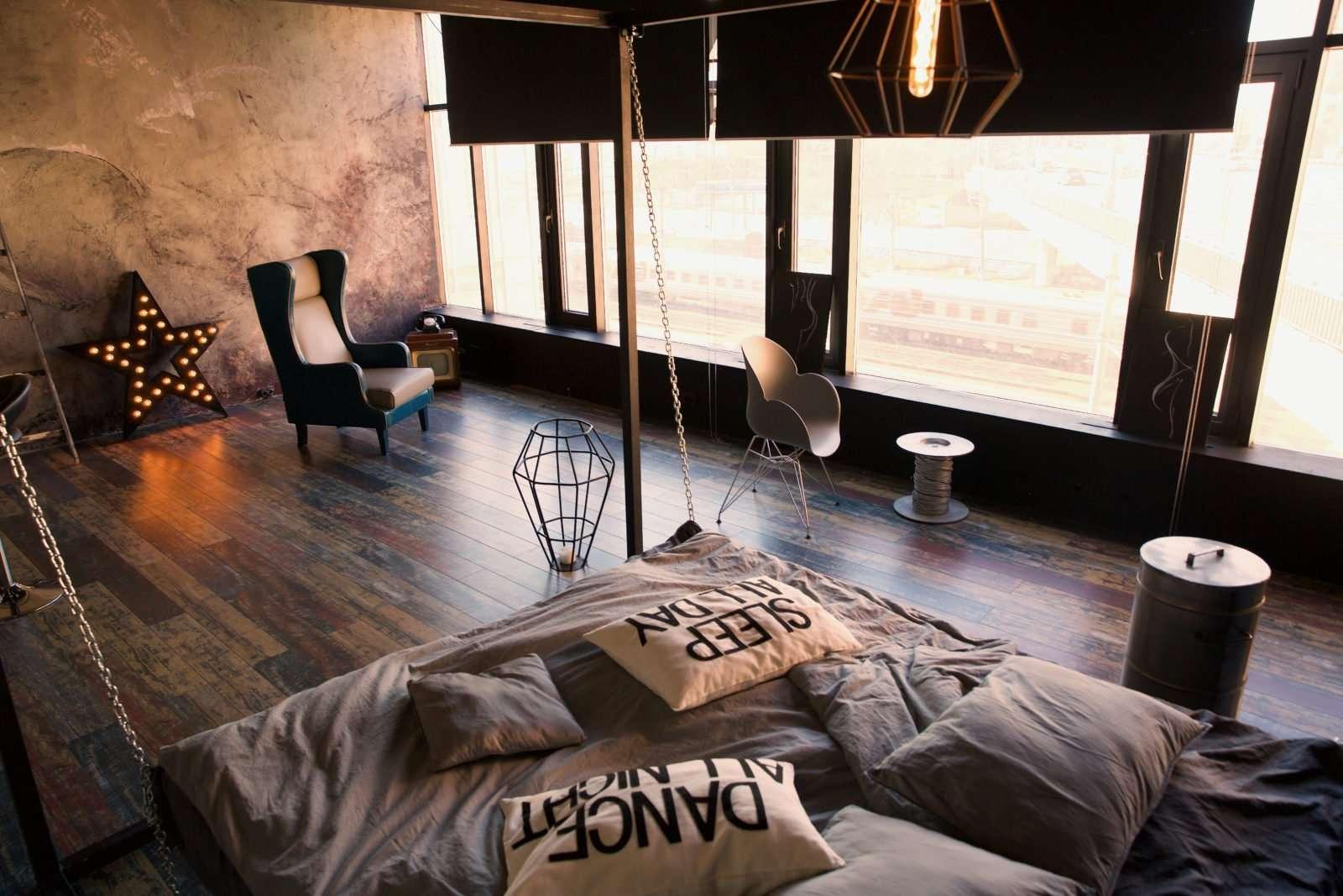 Студия с кроватью и видом на ржд