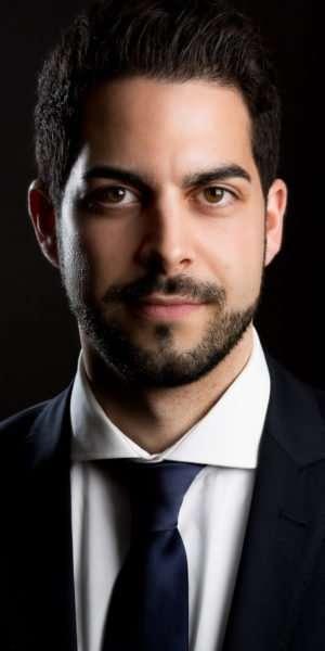 zakelijk portret portretfotografie fotoshoot mark hadden amsterdam headshot business portrait 477 300x600 - Деловая съёмка